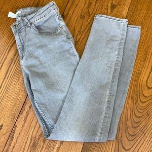 H&M Light Gray Mid/Reg Rise Skinny Jean size 8